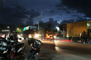 Razia truk malam hari